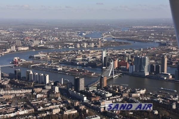 Erasmusbrug Rotterdam vanuit de lucht